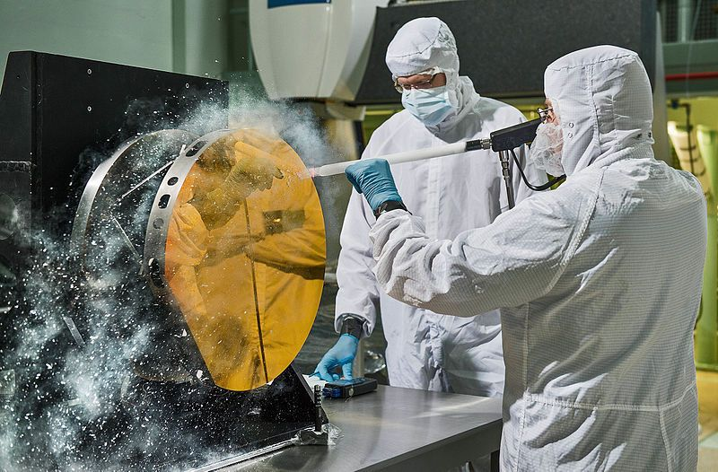 Images of cleaners cleaning with dry ice